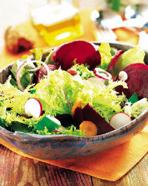 Salad with vegetables and cheese