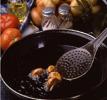 Essential utensils for frying with virgin olive oil