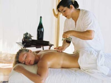 The use of olive oil in muscular massages