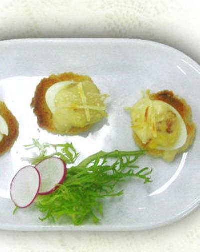 Quail's eggs filled with serrano ham