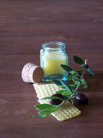 EXTRA OLIVE OIL IS A BASIC INGREDIENT TO THIS MOISTURIZING CREAM.