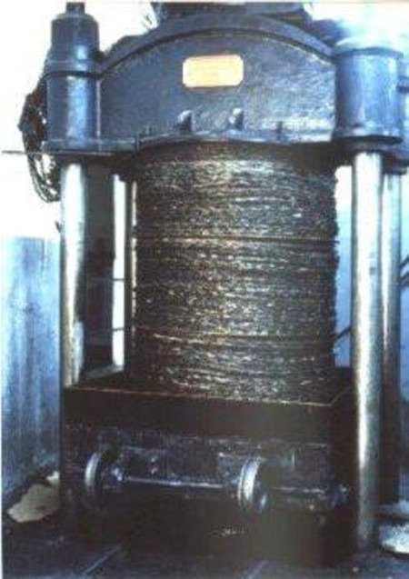 The used traditional press in the traditional method.