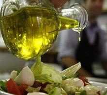 El aceite de oliva es un alimento que da muchos beneficios al organismo.