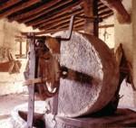Molino de piedra utilizado en el método tradicional de elaboración del aceite de oliva