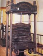 La prensa hidraulica, utiliza para elaborar el aceite la presi�n hidr�ulica