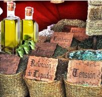 Remedios caseros de aceite de oliva y hirvas medicinales