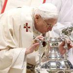 Bendición de los Santos Oleos por el Papa  Benedicto XVI en la misa crismal