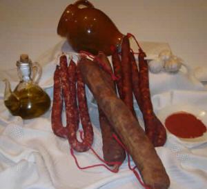 Embutidos tradicionales de Aragón adobados y curados.