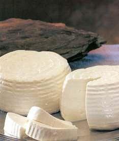 El queso fresco es el ingrediente principal para realizar el relleno del apio