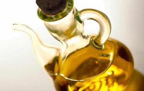 El aceite de oliva virgen extra es un elemento esencial de la dieta mediterránea