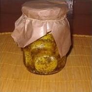 Queso de cabra marinado en aceite de oliva con especias