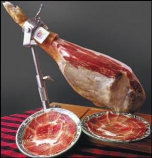 Pata de Jamón de Teruel y presentación de finas lonchas en plato