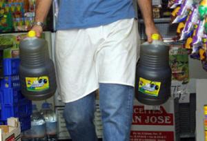 Retirada en 2001 por orden del Ministerio de Sanidad y Consumo del aceite de orujo de oliva de las tiendas