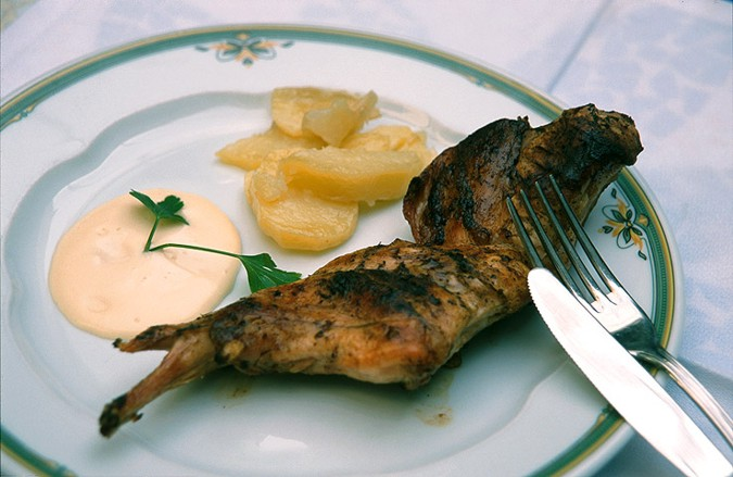El aceite de oliva es un ingrediente básico de la dieta mediterranea