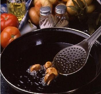 Utensilios esenciales para freir con aceite de oliva virgen