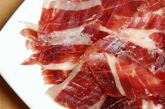 El consumo de jamón serrano nos aporta una cantidad de nutrientes que es favorable para nuestra salud