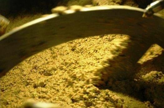 Pastas resultantes del pisado de las aceitunas, con el metodo de mazas.