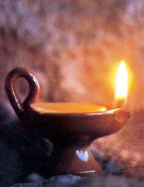 Lámpara o lucerna con aceite de oliva
