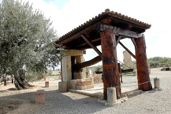 Prensa de palanca restaurada empleada para elaborar aceite de oliva