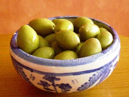 Las aceitunas verdes son un alimento sano básico en la Dieta Mediterránea