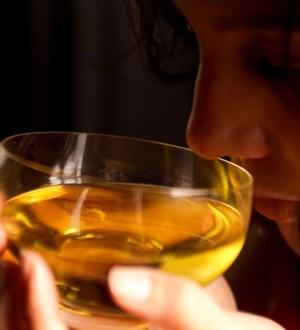 El aceite de oliva virgen extra disminuye los niveles de colesterol malo.