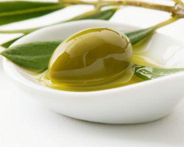La esperanza de vida aumenta en las personas que consumen mucho aceite de oliva virgen.